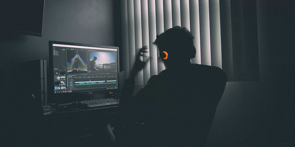 Adobe Premiere Proを無料希望