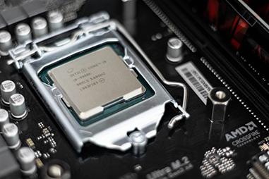 Intel Core i9で16GBメモリ以上
